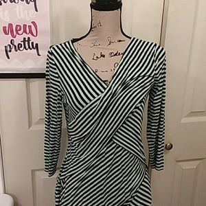 Vince Camuto green flattering top size M